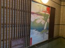 ◆名所江戸百景が飾られた壁 目黒周辺を題材にした3作品を展示中
