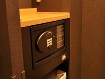 ◆セーフティーボックス 貴重品も安心の頑丈な金庫を全客室に設置しております。