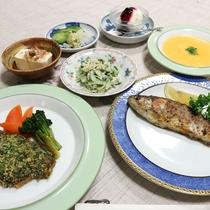 *【夕食一例】地元の自然素材を使った料理