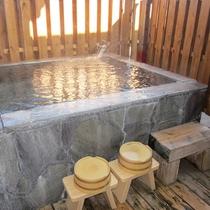 【部屋】A 露天風呂付客室の風呂一例