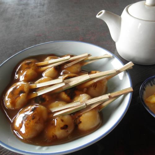 老舗「平田屋」さんで召し上がる「ぢゃんぼ餅」です。