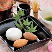 当館女将が選ぶ鹿児島の和菓子セット。緑茶とどうぞ。