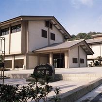 当館より徒歩約4分、鹿児島歴史資料センター「黎明館」