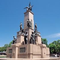 観光客をお出迎え、鹿児島中央駅の「若き薩摩の群像」