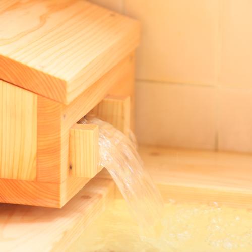 *【湯口】檜風呂でゆったり疲れを癒す