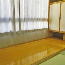*客室一例/広々とした広縁。お荷物置きなど、ご自由にご利用くださいませ。