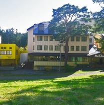 *ホテル外観(グリーンシーズン)/緑に囲まれた、自然いっぱいのホテルです!