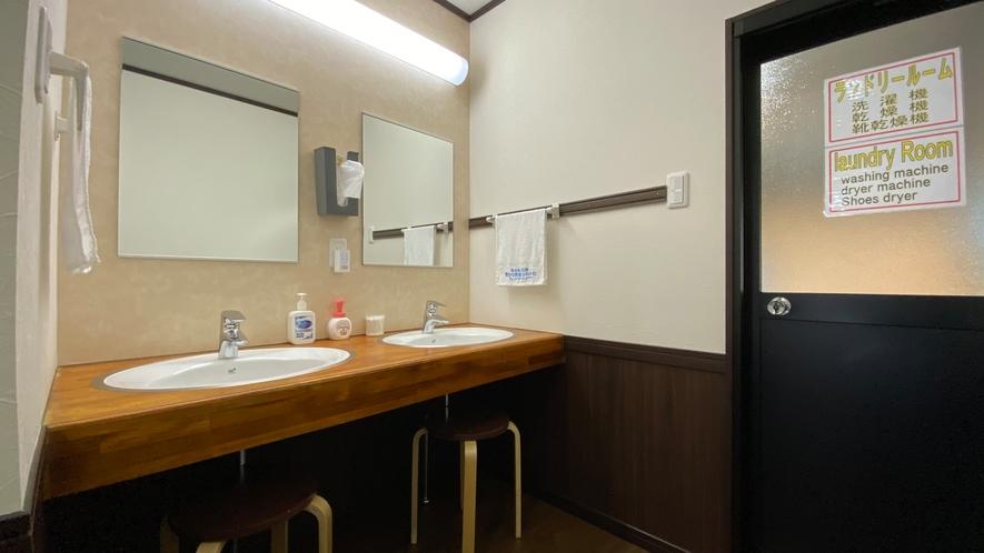「新館」共用洗面化粧台