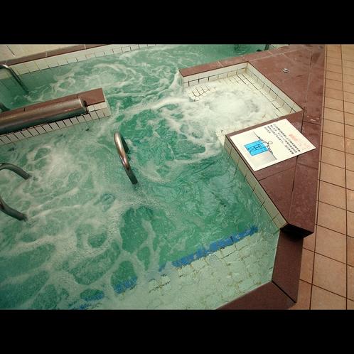 【浴場】ボデイマッサージ効果のある強力なジェットで筋肉をほぐして疲れ解消