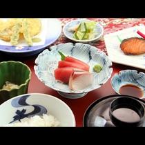 【夕食スタンダードコース】お刺身が嬉しい♪海の幸が中心の夕食でお酒も進む!?