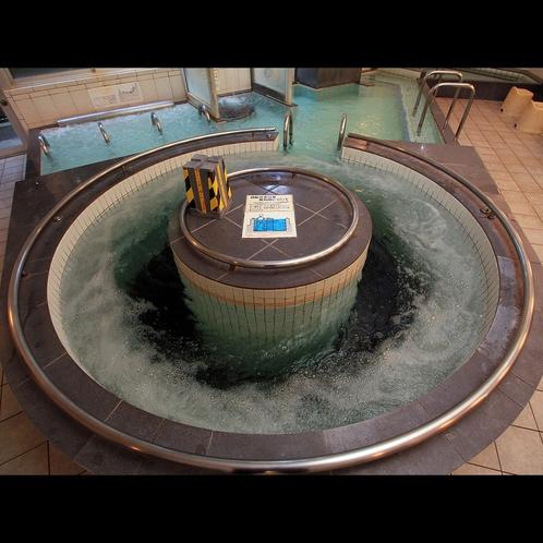 【浴場】珍しい回転式の浴槽☆歩行しながら体の緊張をほぐして身体の内外から温めます