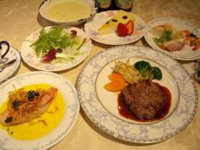 【夕食一例】メインは仕入れにより牛ヒレor牛サーロインのステーキ!前菜〜デザートまでどれも手作り!!