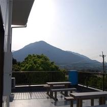 当館から宮之浦岳を眺める