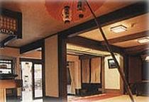 吉野山の通りに面した玄関(6F)