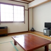 【和室一例】4名様までご宿泊いただけます。畳に足を伸ばしてゆっくりお寛ぎ下さい♪