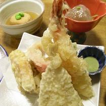 *【夕食/一例】熱々の天ぷらをご用意します。