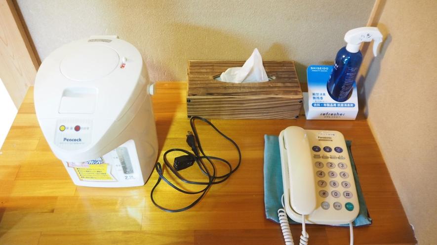 *お部屋アメニティ/ポットや消臭スプレーなどのご用意がございます。