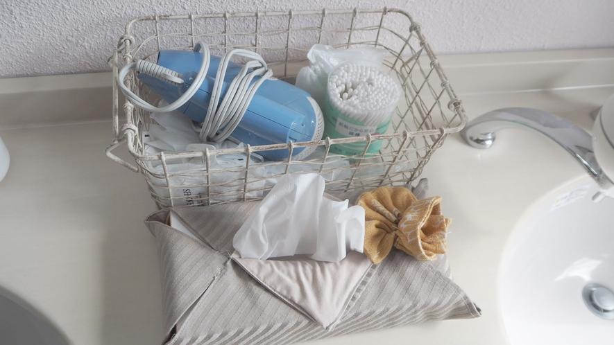 *お風呂設備/ドライヤーや綿棒、ティッシュなどもご用意しております。