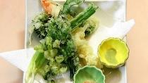 *【夕食/一例】季節のてんぷら。地元産も含め季節の旬の食材でおもてなしいたします