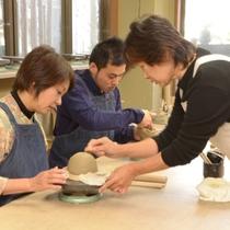 陶芸体験 土に触れてのモノづくりは癒しの時間