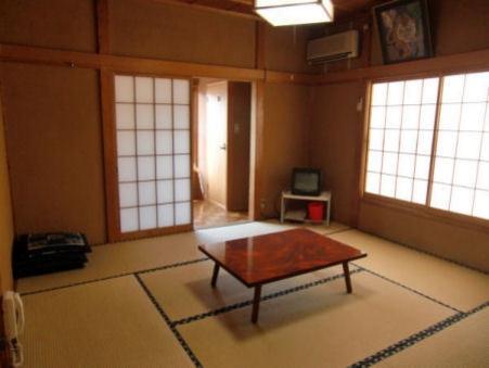 和室8畳(トイレ付き)