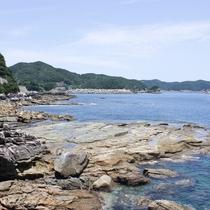 上五島の海はどこまでも青く澄んでいます。。