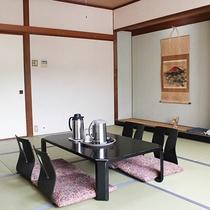 【和室】畳でゆっくりお寛ぎください。
