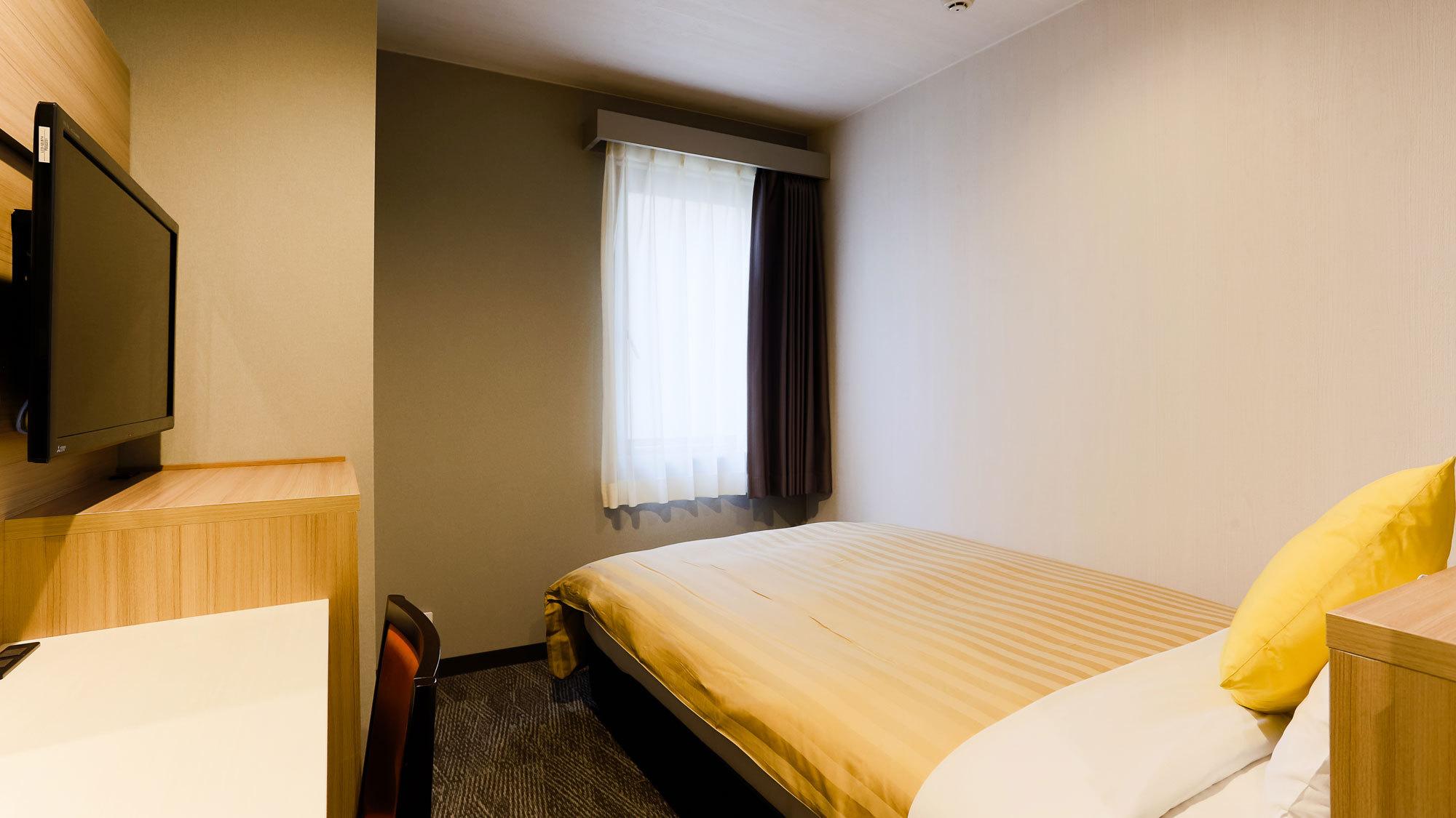【客室一例】エコノミーシングルまたはセミダブル(ベッド幅122195cm)