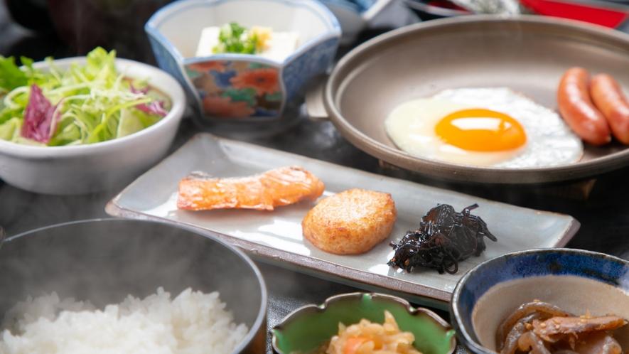 【ご朝食一例】身体にやさしい、ほかほかの和朝食。一日の始まりに宮崎の「美味しい」が詰まったご朝食を