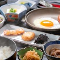 【ご朝食一例】身体にやさしい、ほかほかの和朝食。一日の始まりに宮崎の「美味しい」が詰まったご朝食を♪