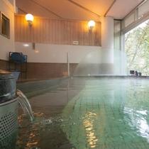 【大浴場】イオン化作用のある循環式人工温泉「光明石の湯」で、のんびりとご入浴ください。