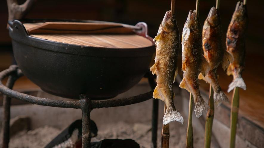 【お食事一例】囲炉裏の炭火で炙った『鮎の塩焼き』は絶品です。