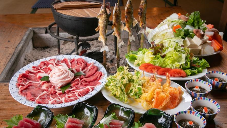【お食事一例】天ぷら、お刺身、サラダがついた牛と豚のしゃぶしゃぶ会席コースです。
