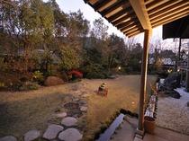 霧島の大自然を出来るだけ残し、四季を感じて頂ける中庭