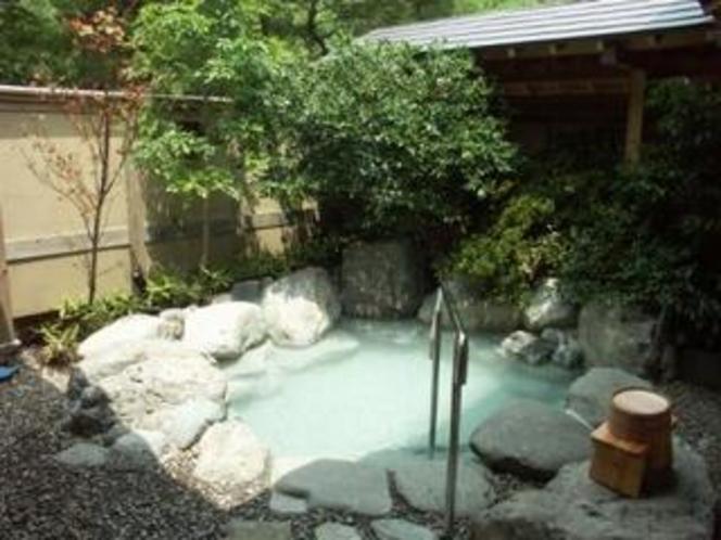 離れ客室露天風呂(一例)