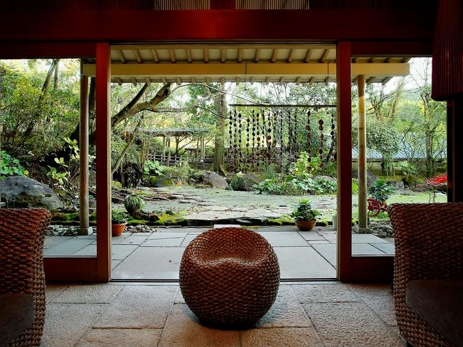 本館より中庭を眺めて
