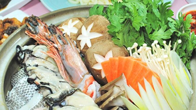 【夕食付◆部屋食であったか鍋】「寄せ鍋」「キムチ鍋」からお好きな鍋♪◆広々コテージで貸別荘気分♪