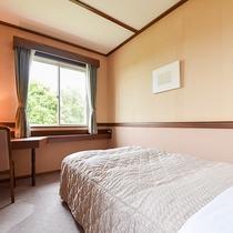 *部屋(コテージ・シングル4)/ふかふかのベッドでゴルフの疲れを癒してください。