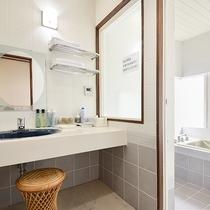 *部屋(コテージ・シングル4)/バストイレ付の部屋、必要なアメニティなどもご用意しております。