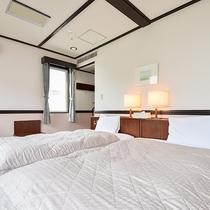 *部屋(コテージ・シングル2.ツイン1)/ふかふかのベッドでゴルフの疲れを癒してください。