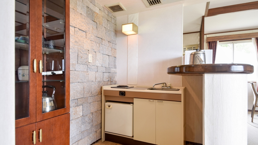 *部屋(コテージ・シングル2.ツイン1)/グラスや、お鍋、ガス、簡易冷蔵庫などもございます。