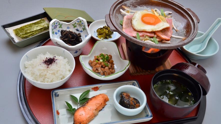 *停止中*【朝食】一例:ハムエッグ 内容は日替わりでご提供いたします!ご飯はお替り自由!