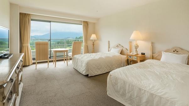 【本館・禁煙】洋室ツインルーム36平米/景観のよいゴルフ場側