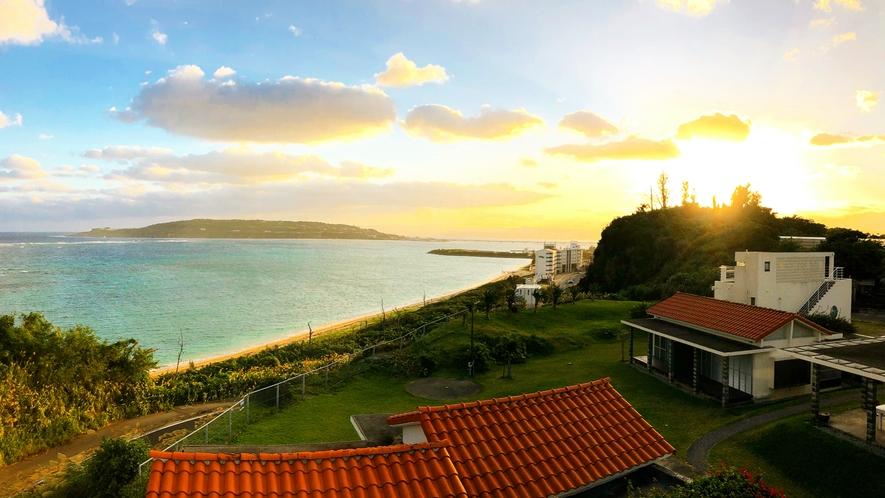 古宇利島からの朝日が敷地を照らす