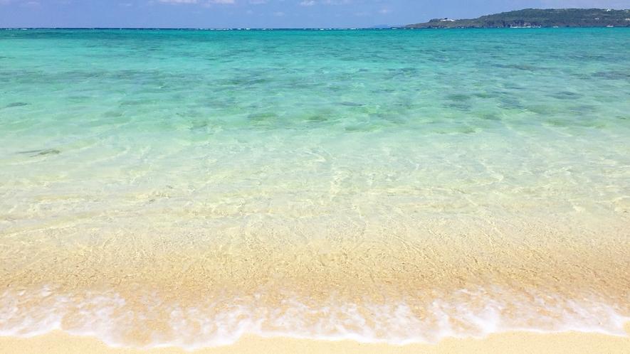 青のグラデーションが美しいウッパマビーチ