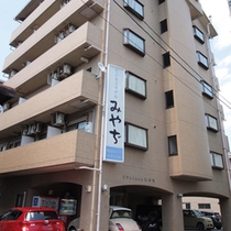 【本館外観】広島市の東玄関口である「海田」市内中心部へは車で約20分です