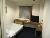 シングル部屋:32型液晶テレビ