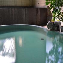 【大浴場:あつ湯】温度の異なる2つの温泉を、それぞれお愉しみいただけます。