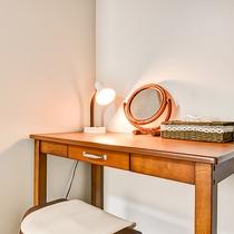 *【客室一例:シングル】お部屋でもうひと仕事…という時にも机があるので安心♪