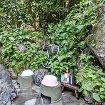 *【露天風呂 洗い場】簡易的な洗い場を設置しております。